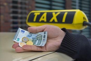 Bergedorf 8,50 Euro Mindestlohn für Taxifahrer Symbolbild